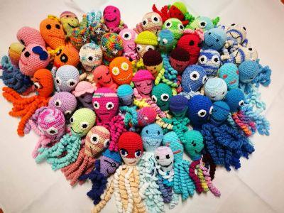 Novorodenci v kežmarskej nemocnici dostali háčkované chobotničky