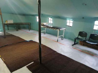 Pred kežmarskou nemocnicou postavili ako miesto  prvého kontaktu stan