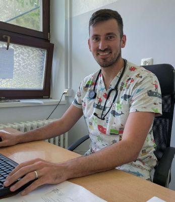 Mladému lekárovi z Nitry učarovali Tatry a koronakríza ho posunula vpred