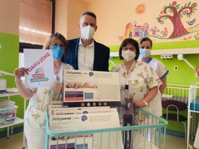 Nadácia Križovatka darovala kežmarskej nemocnici  monitory dychu pre novorodencov