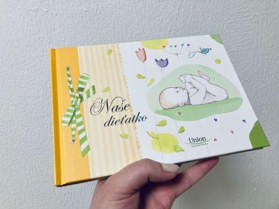 Mamičky v kežmarskej nemocnici dostávajú knižočku spomienok